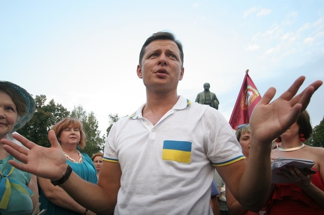 """Пока волонтеры ездят """"на обещаниях Ляшко"""", у главного радикала появился новый """"Мерседес"""" элит-класса"""