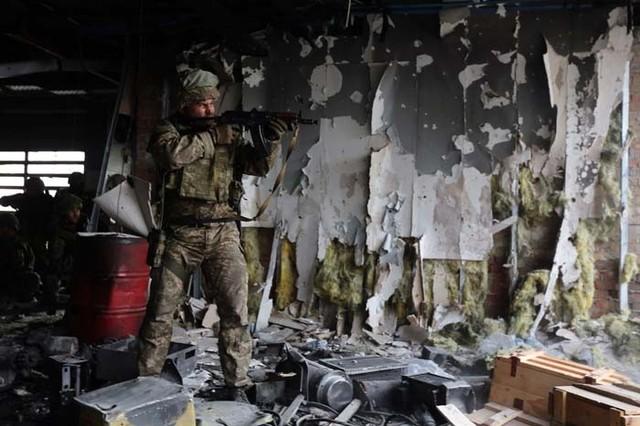 «Киборг» о вчерашнем бое: такое впечатление, что сепаров сливают, командиры у них никакие