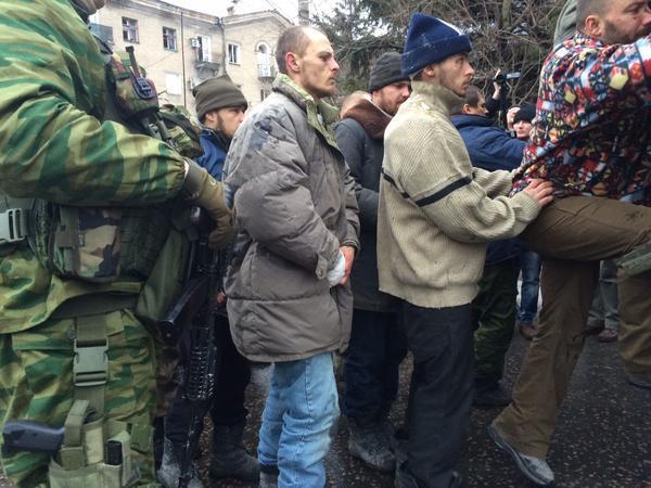 """Террористы """"ДНР"""" провели очередной """"парад"""" пленных в Донецке"""