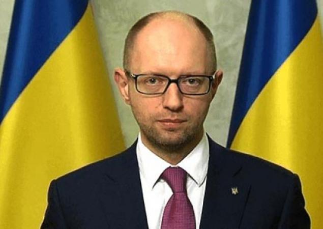 """Яценюк поручил готовить перевод экономики на """"военные рельсы"""""""