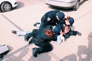 В центре Киева полиция жестко уложила наглого таксиста: видео инцидента