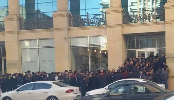 Очереди за долларами в Баку