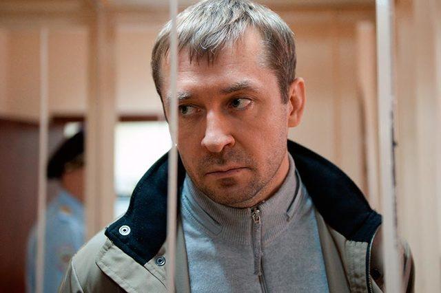 Парламентарий предложил Медведеву платить пенсии изъятыми у Захарченко деньгами
