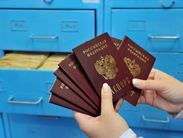 Государство все больше контролирует граждан. Стоит ли избавляться от паспорта?