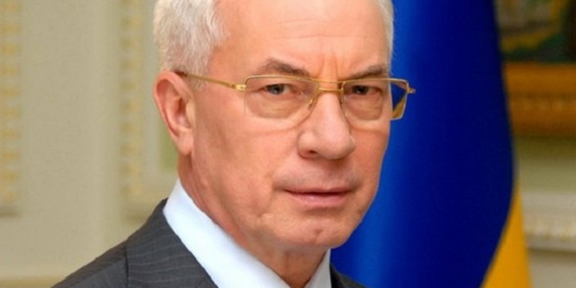 Азаров показал борьбу украинцев с «псячим» русским языком
