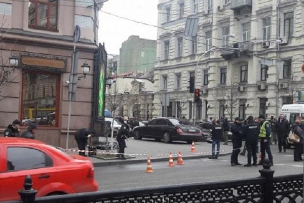 Возле элитного отеля в центре Киева неизвестные расстреляли двух человек