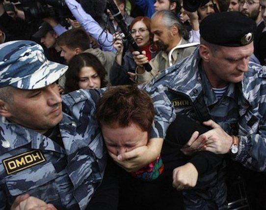 «Почему бьют детей? Установка такая». Интервью с бойцом российского ОМОНа
