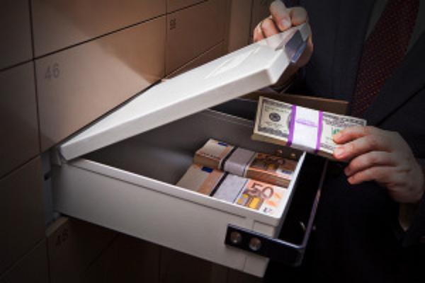 Серийные ограбления банков в Киеве. Банда обчистила десятки сейфов