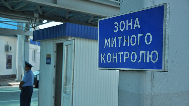 На Волыни таможенники «списывали» импортную гуманитарку на рынки