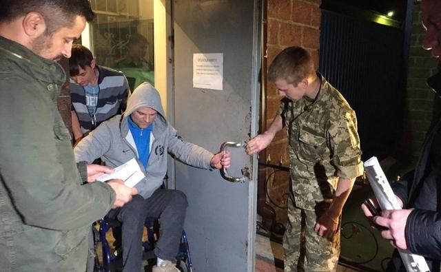 При выходе из СИЗО НАБУ задержала Постного, которого хотела взять на поруки Савченко