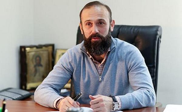 Суд тайно снял с судьи Емельянова подписку. Его видели в Австрии