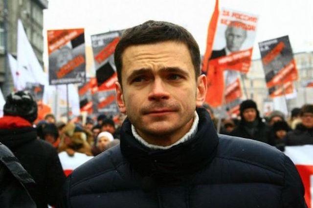 СК вернул Илье Яшину деньги, изъятые при обыске в 2012 году