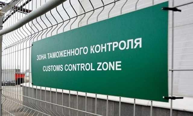 У начальника отдела дагестанской таможни при обыске изъято более 1 млн рублей и валюта