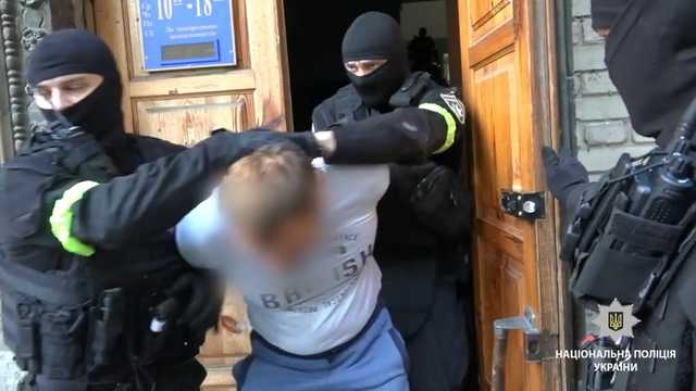 Охота на вип-беженцев: как работала банда в погонах