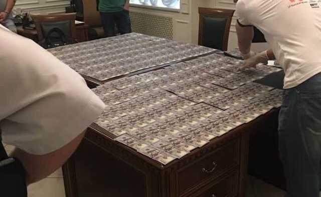 В Запорожье адвоката задержали при получении взятки в $25 тысяч