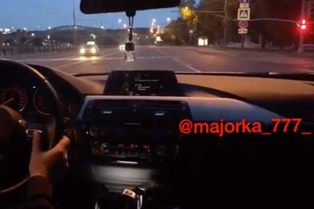 Мажоры на BMW устроили гонки по встречке в Москве