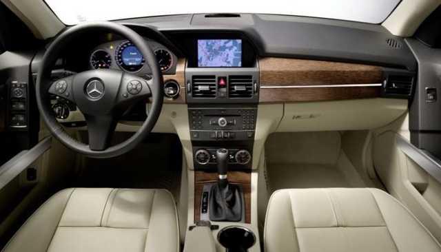 Мать налоговика купила у его жены элитный Mercedes за 49 тысяч гривен
