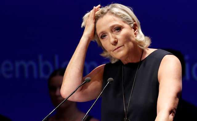 Суд отправил Ле Пен на психиатрическую экспертизу из-за твитов про ИГ