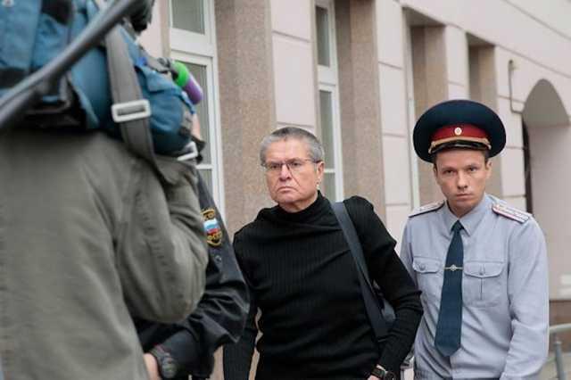 Суд снял арест со счетов Улюкаева для взыскания с него штрафа