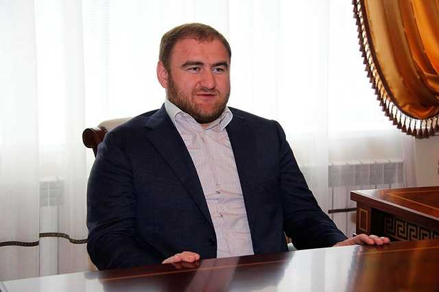 Центральный аппарат СКР считает раскрытым убийство, совершенное по заказу зятя сенатора Арашукова