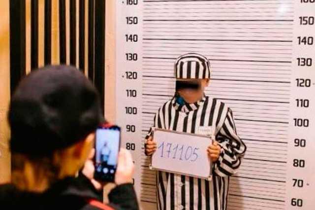 В Мурманске детей одели в тюремные робы