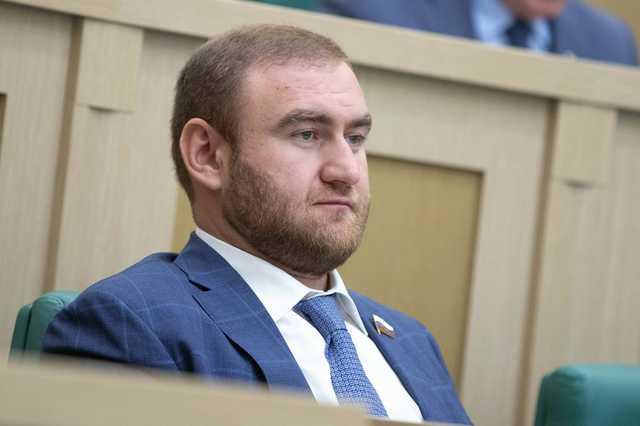 Клан Арашуковых защищается митингами