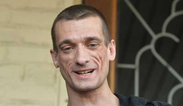 Художник Павленский получил условный срок за поджег Банка Франции