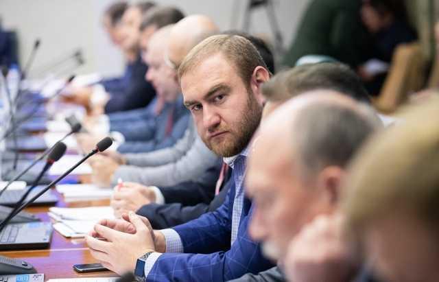 Дело Арашуковых: чего ждать главе Карачаево-Черкессии Рашиду Темрезову?