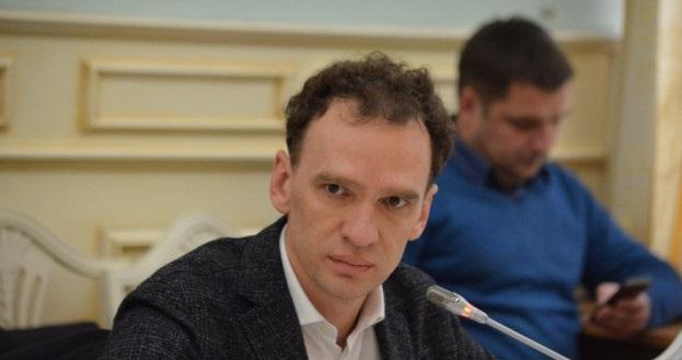 Начальника Управления рекламы Александра Смирнова обвинили в сговоре с операторами рынка