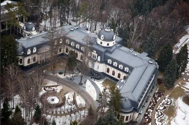 323 рубля за 7,6 гектара. Baza назвала сумму земельного налога для поместья Шувалова возле МКАД