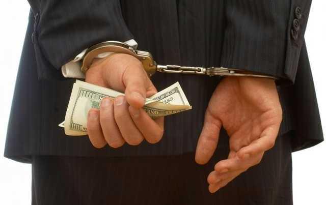 Начальник отдела ГФС Киевской области попался на крупной взятке в 15 тысяч гривен