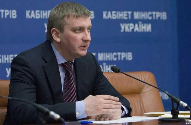 «Смотрящий» Андрей Довбенко создал в Минюсте коррупционный оазис: министр Петренко «в доле»
