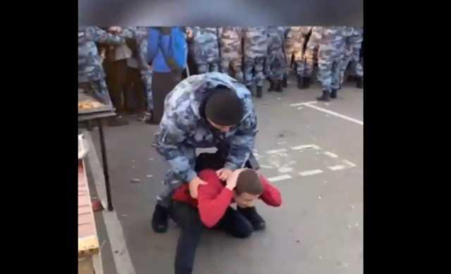 Более 30 человек пострадали во время столкновений с бойцами Росгвардии в Лужниках