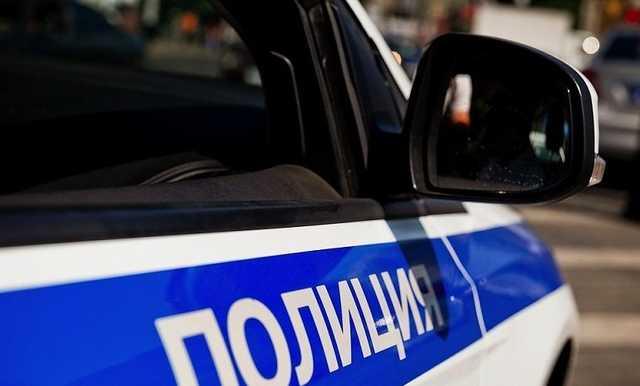 В Москве бармен кафе избил и ограбил мужчину в подъезде дома