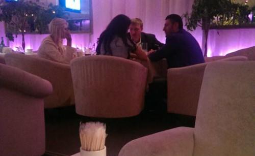 Агробарон Олег Бахматюк и министр юстиции Павел Петренко приятно проводят время в шикарном киевском ресторане.